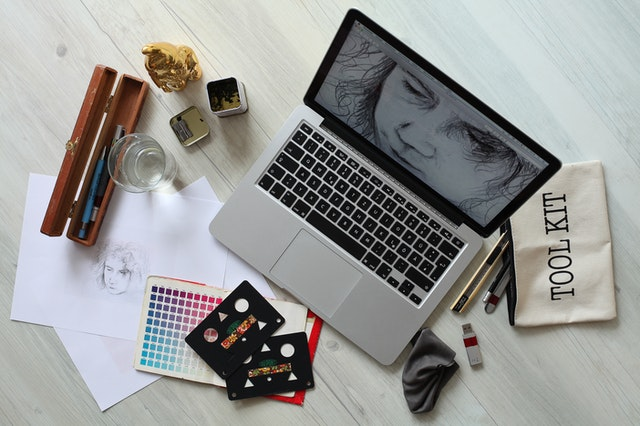 What Does A Professional Trained In Graphic Design Do?